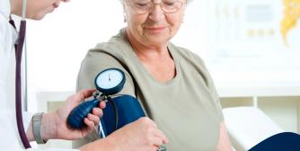 TRF decide que planos de saúde não podem reajustar valores para idosos
